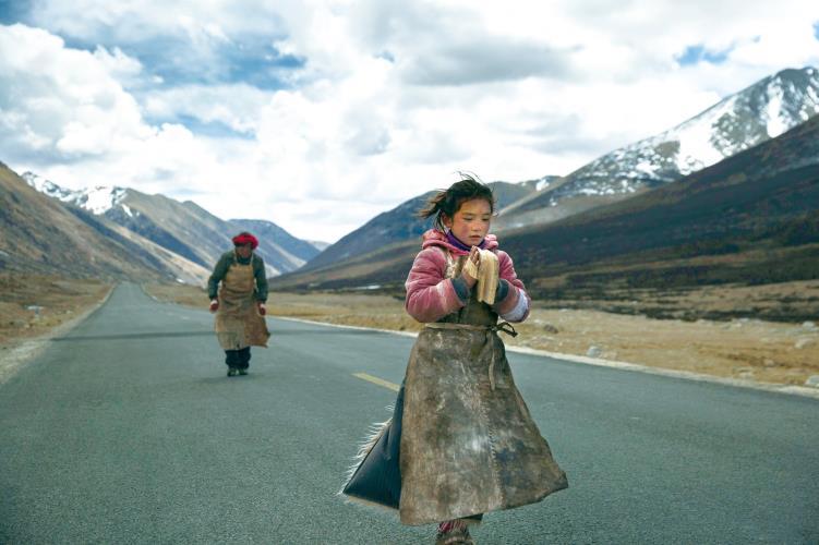 五体投地を育む日常『ラサへの歩き方 ~祈りの2400km』